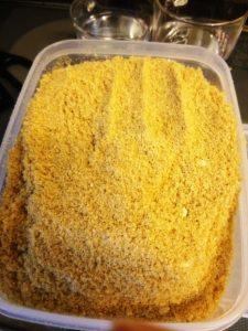 糠を容器に移す